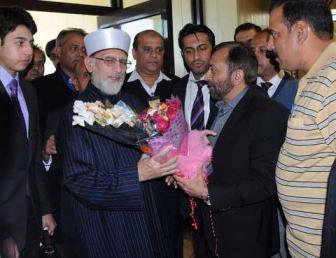Pic_Tahir Qadri meets Farooq Sattar